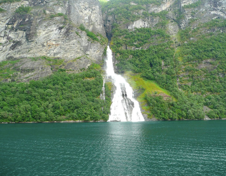 Geirangerfjord Wasserfall - Norwegen Reisetipps